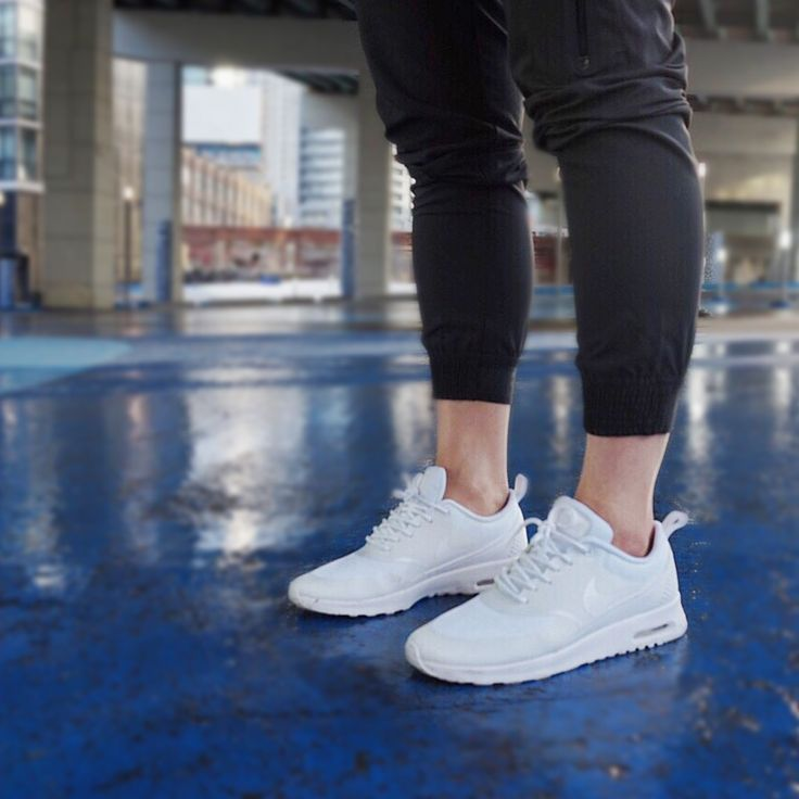 how to wear nike air max thea