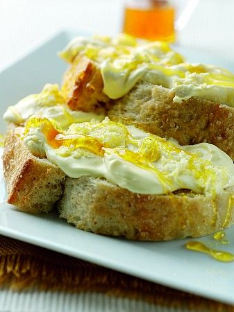 thunder and lightning = a wonderfully simple, and utterly divine, traditional Cornish teatime treat, with Cornish clotted cream and golden syrup