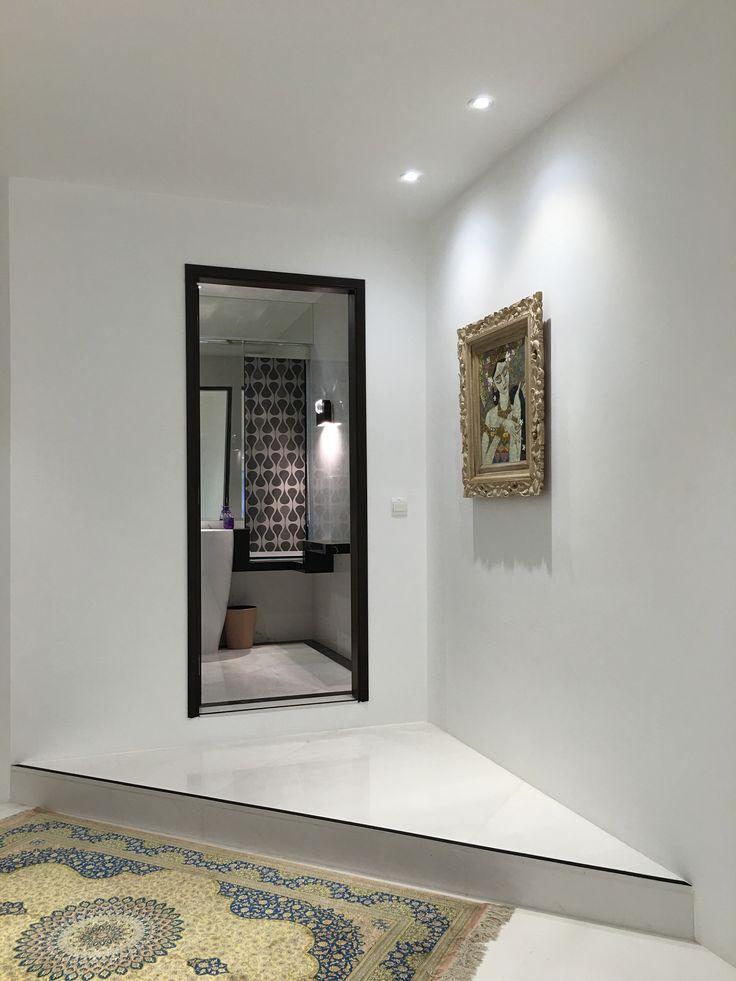 Powder room / foyer