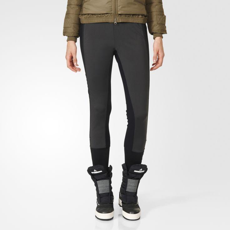 Esta calça de esqui cross-country adidas by Stella McCartney vem com estrutura à prova de chuva e vento pronta para as mais altas aventuras. O design também inclui zíperes para ventilação.