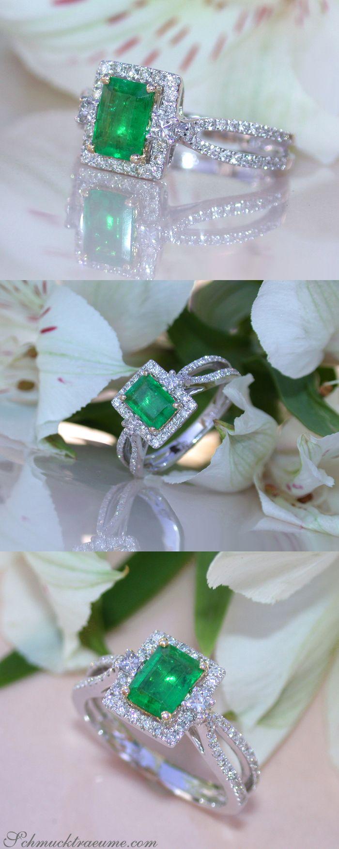 Beautiful Emerald Ring with Diamonds in Whitegold 18k | Feinster Smaragd Ring mit Brillanten in Weißgold 750 | Visit: schmucktraeume.com Like: https://www.facebook.com/Noble-Juwelen-150871984924926/