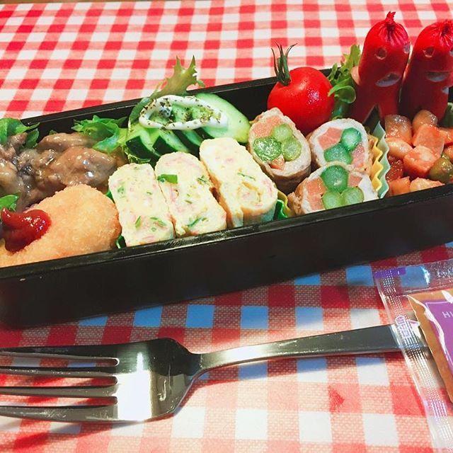 ・ ・ おはようございます😁 ・ 今日は510の日🎶⤴️ ・ 特に何もありません… ・ 今日の#男子高校生弁当 🍱 ・ 💡手羽元のあっさり煮(ポン酢) 💡卵焼き カニ玉風🦀 💡ポークビーンズ ・ #弁当#お弁当#シンパパ#シングルファザー#手作り弁当#巻けるものは巻き隊#お弁当記録#instapic#instagood#instafood#ランチ#launch#launchbox#cooking#eat#料理#foodphoto#foodpic#肉#野菜#オベンタグラム#高校生弁当#男子弁当#お弁当作り楽しもう部#ソーセー人#日本ソーセー人連合#日本ソーセー人連合中部支部#🍱