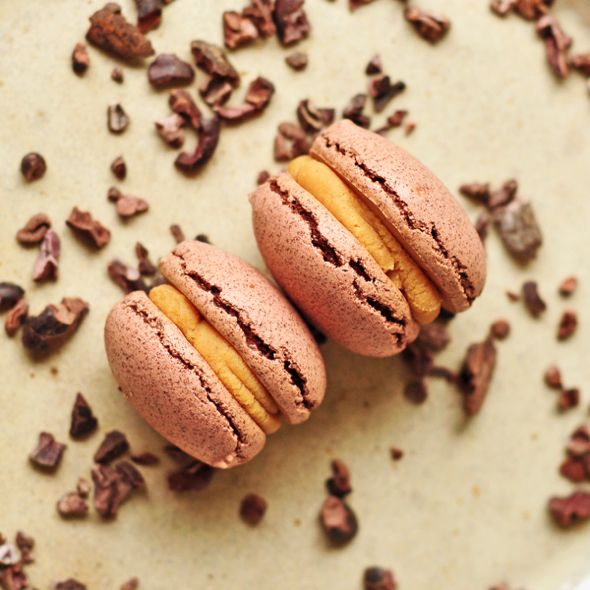 foodwanderings: Cocoa Nib Macarons with Peanut Butter Ganache by eat ...