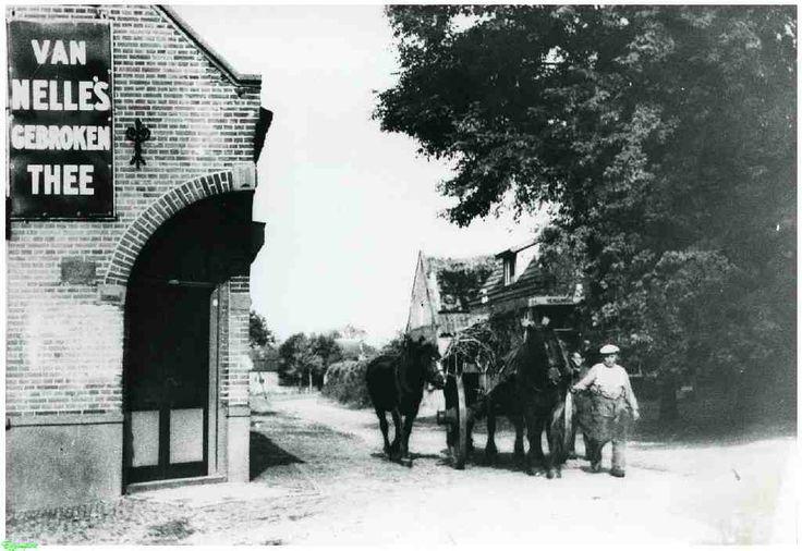 0214525 Coll. Chr. Warnar 1935 Ommel: Dorus van Eijk met hoogkar met twee paarden op de hoek van de Kluisstraat.
