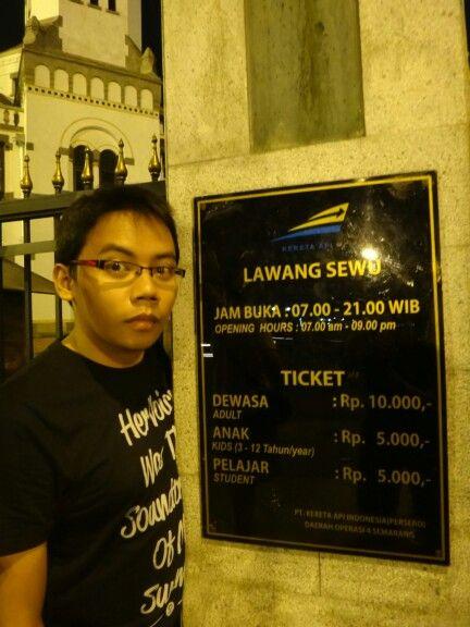 dokumentasi saat wisata malam di Kota Semarang... Ini di depan Lawang Sewu yang fenomenal itu