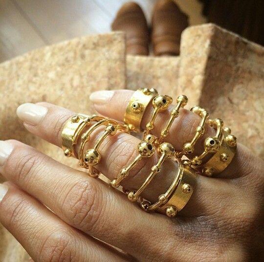 Paula Mendoza rings