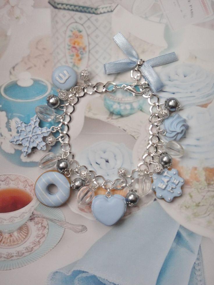 bracelet gourmandises bleu en fimo : Bracelet par maemele