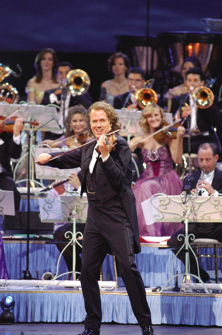 Andre Rieu and Johann Strauss Orchestra. i love you Andre!