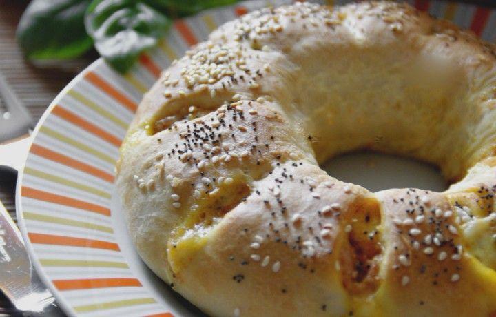 Anello di Pizza farcito con prosciutto e formaggio