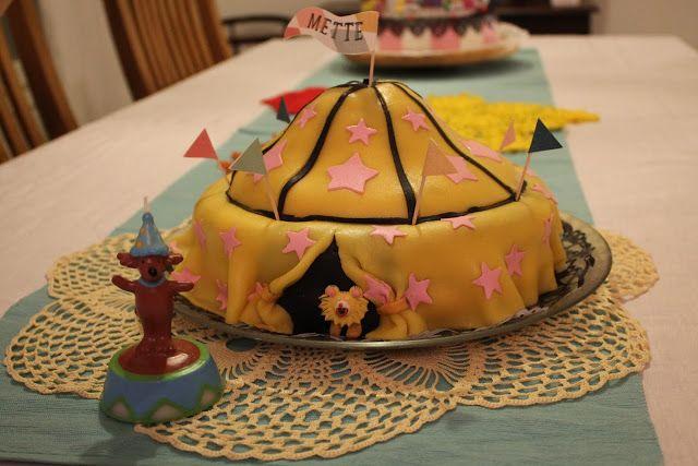Sirkus-kakku by Sanna Oksa