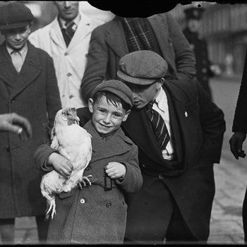 1937. Boy with chicken under his arm at the Blasiusstraat in the Jordaan section of Amsterdam. Photo MAI Beeldbank. #amsterdam #1937 #Blasiusstraat #Jordaan