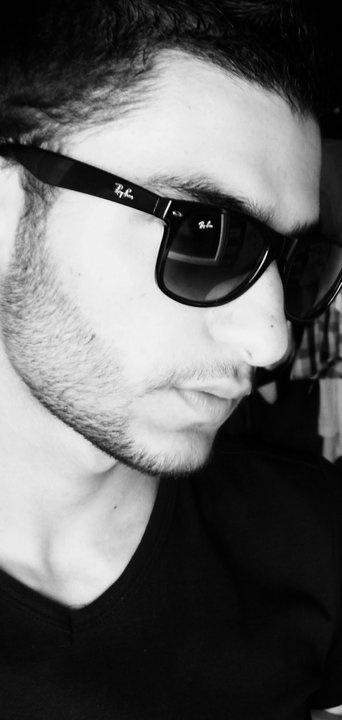 Bu gözlük herkese yakışmaz ;)