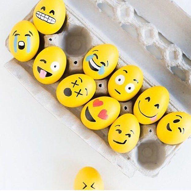 Kreativ påske? Hva med å lage din egen påskepynt ved å male egg inspirert av emojis? Bilde lånt av: @studiodiy  #påskepynt #egg #emoji #påske #kreativ #diy #amfimoa by amfimoa