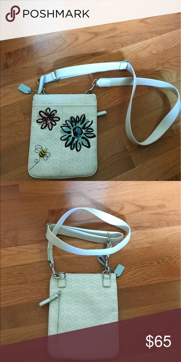 Coach swingpack White with flowers and blue lining coach swingpack Coach Bags Crossbody Bags