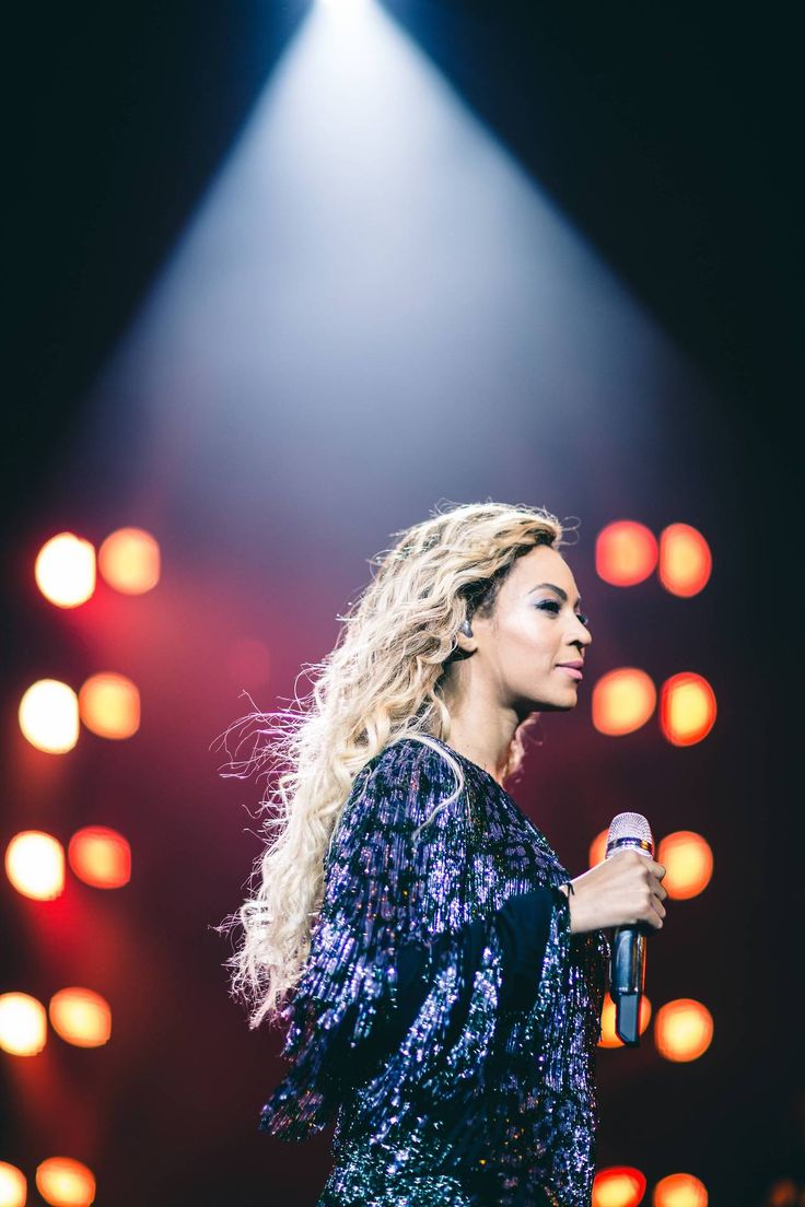 would it be weird if i hung this in my home? | The Mrs. Carter Show World Tour London 2014 Photo Credit: Robin Harper