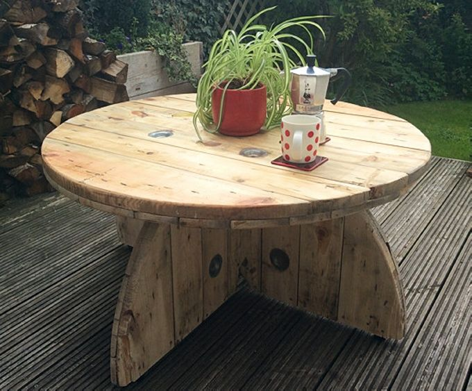 How about this wooden beauty? It has got the prettiest shape so far. All the circular wooden top of the spools are used in recycling this wooden beauty. A whole round spool top cut into four pieces is installed on the base of the table.
