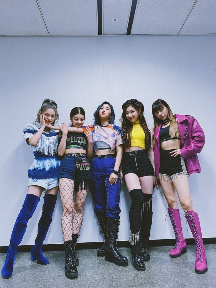 Pin By Katie Ann Fu On Itzy In 2020 Itzy Kpop Outfits Fashion