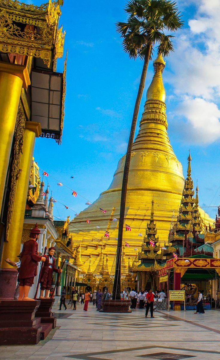 Shwedagon Paya. Yangon, Myanmar