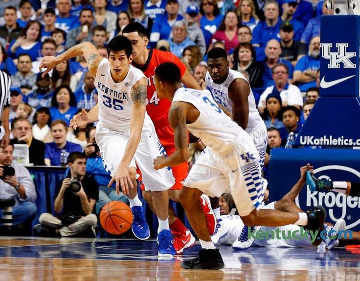 Kentucky Wildcats forward Derek Willis (35) brought the ball upcourt as the University of Kentucky (UK) played New Jersey Institute of Technology (NJIT) at Rupp Arena in Lexington, Ky., Saturday, November 14, 2015. The is second half men's college basketball action. UK won 87-57.