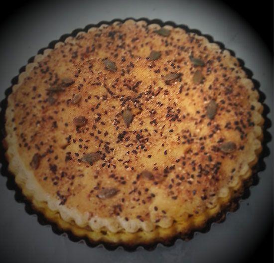 le Chef vous propose sa recette de Pie aux pommes. Dans cette recette, le Chef accorde une grande importance à la pâte, afin qu'elle devienne un support de textures, de saveurs et d'assaisonnements ; pour toujours plus de sensations gourmandes en bouche.