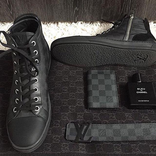 WEBSTA @ menswearpage - All black essentials ✔️ or  ?  Tag a friend!-Photo by @ni_kii91