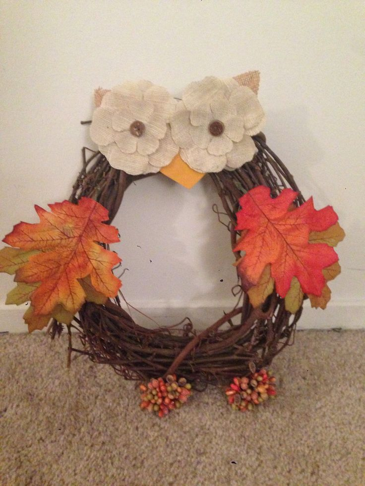 DIY Owl Wreath- super easy and fun project! #diy #fallcrafts #owls