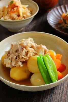 「塩肉じゃが」  豚バラ肉薄切り  人参  絹さや  ペコロス  新じゃが芋  出汁  味醂  薄口醤油  塩