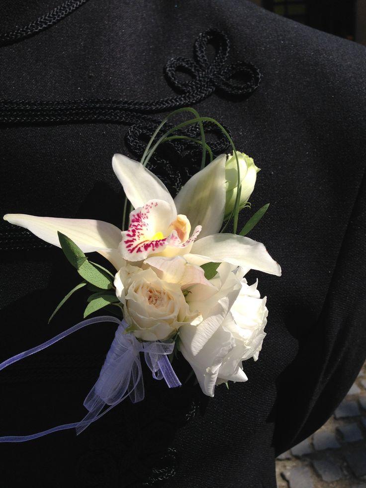 orchidea kitűző