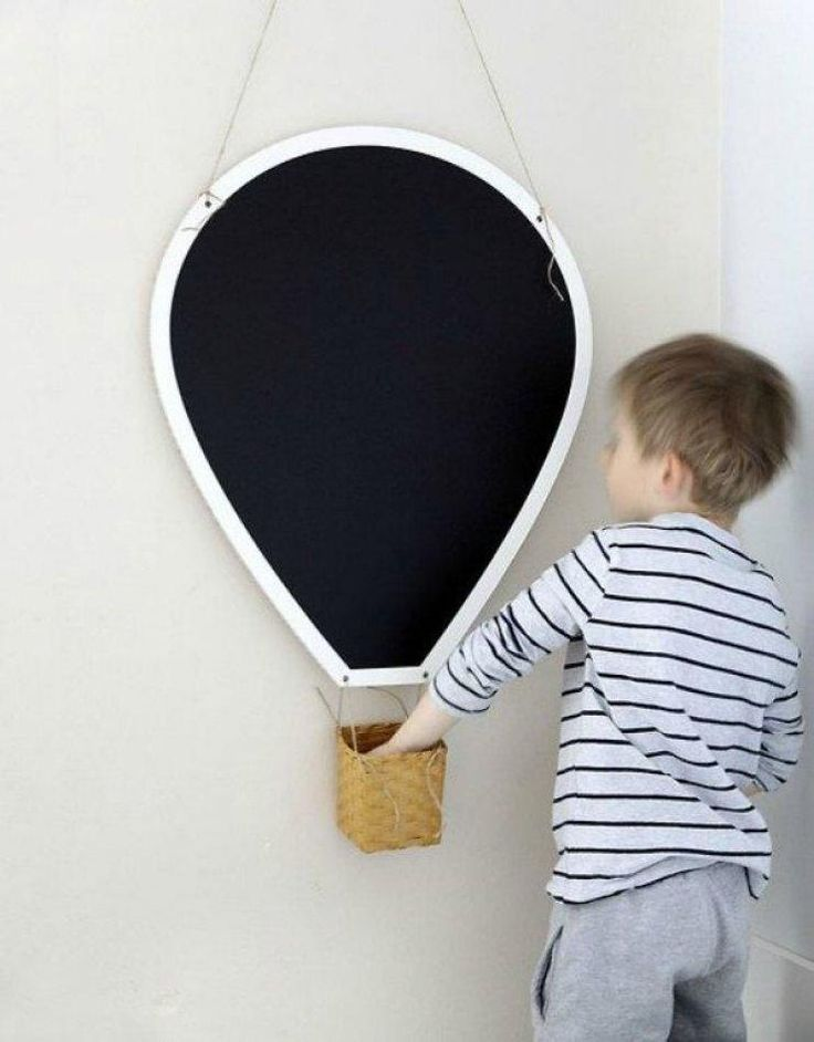 10 DIY idea for kids, including this hot air balloon #chalkboard! #kidsdiy #hotairballon #kidsroom #kinderzimmer