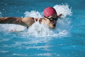 ¿Nadar durante 30 minutos es mejor que una hora de ejercicio en la cinta para caminar?