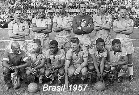Brazil, starting line-up 1957, with José João Altafini, 3rd right front row (Brazil, 1957–1958, 8 caps, 4 goals)