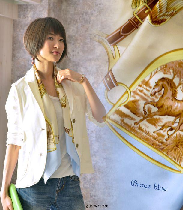 Y. (Dottowai) jacht 88 × 88 zijden twill Yokohama sjaal vierkante Hermes patroon harnas patroon paard patroon slang patroon 100% zijden sjaal grootformaat merk Moederdag vrouwelijke verjaardag model foto Grace Blue geschenk