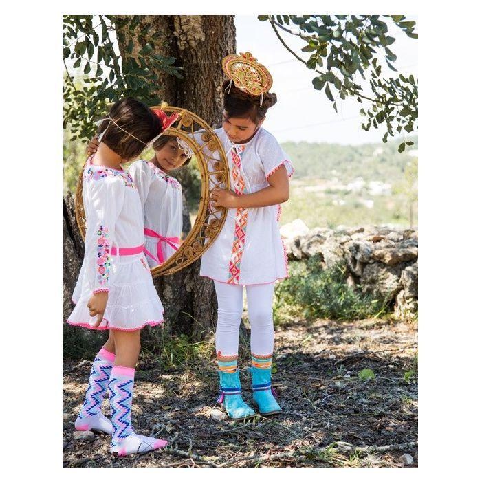 Ibiza style:   http://www.sanskids.nl/webshop/?wid=164&wsk=91d56529f3e3666d&pid=product&cid=21280641&loginfire=&loginusername=&loginpassword=&logincontext=&orderprocess=&product=3398&plord=&pcs=&size=&setpcs=&catid=&merkid=&srtid=