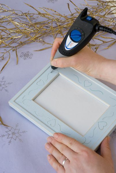Personalise your wooden decorations with your Dremel Engraver. To make a house a home