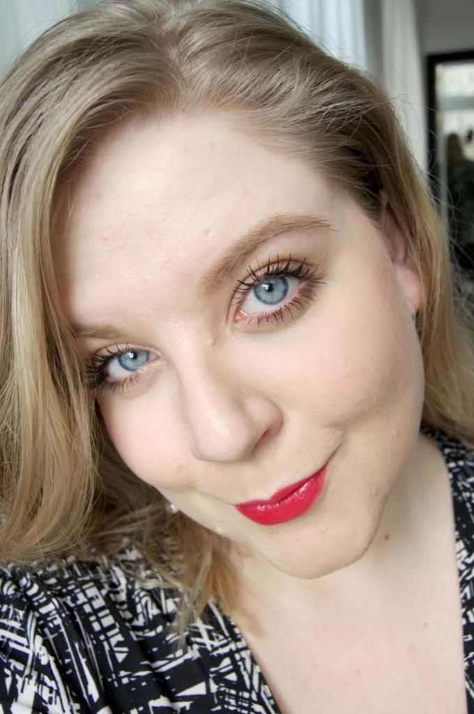 Perfect everyday red lipstick Valentins day makeup, red lips, winged eyeliner. Strong brows. - http://www.liseemilia.com/