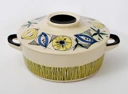 Inger Waage Waages håndmalte produkter fra 1950-tallet vant stor popularitet, særlig i utlandet. Det meste av hennes produksjon ble eksportert. Waage hadde en meget stor produksjon, og hennes produkter regnes i dag som de kanskje mest kreative og særpregede som ble lagd i Europa på 1950- og 1960-tallet. I antikvitets- og samlerkretser, regnes hun med i gruppen av tidens fremste designere fra denne perioden.