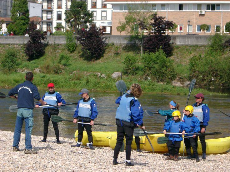 La seguridad al bajar el río es lo más importante. Te proporcionamos el mejor equipo y la formación necesaria por parte de nuestro personal cualificado. #DescensoInternacionalDelSella  #DescensoDelSella