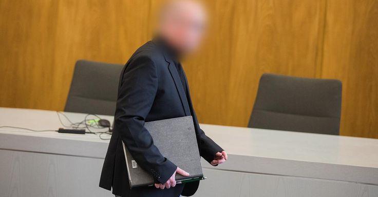 News - Tipp:  http://ift.tt/2zHB0Vy Klage auf versuchten Mord - Prozess in Bottrop: Apotheker steht vor Gericht wegen gepanschter Krebsmittel #nachricht