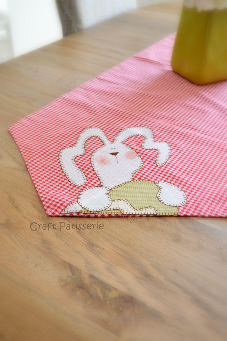 Easter runner, applique, bunny