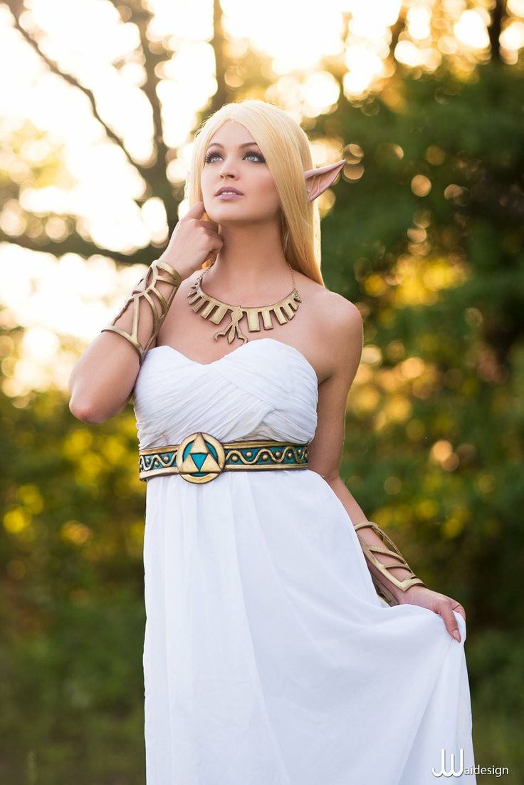 Character: Princess Zelda / From: Nintendo's 'The Legend of Zelda: Breath of the Wild' / Cosplayer: Danielle DeNicola (aka Ellei Marie) / Photo: JwaiDesign Photography (Jonathan Jono Wai) (2017)