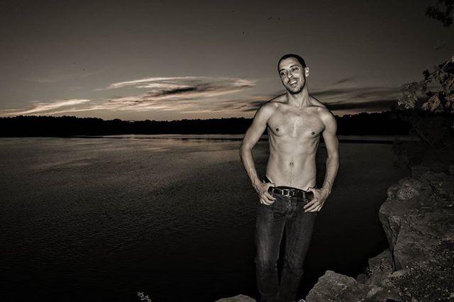 #Throwback to 3kg lighter and pre- Christmas body. Oh dear, got to get this back #goal #sorrynotsorry #ottawa  #canada #wanderlust  #nature  #walk #myottawa #yowottawa #narcityottawa #igersottawa #newedinburgh #instashot #body #park #summer #river  #sunset #me #justme #fitness #thegaypassport #guysabroad #sixpack #fitness #getbackinshape #gayboy #gay