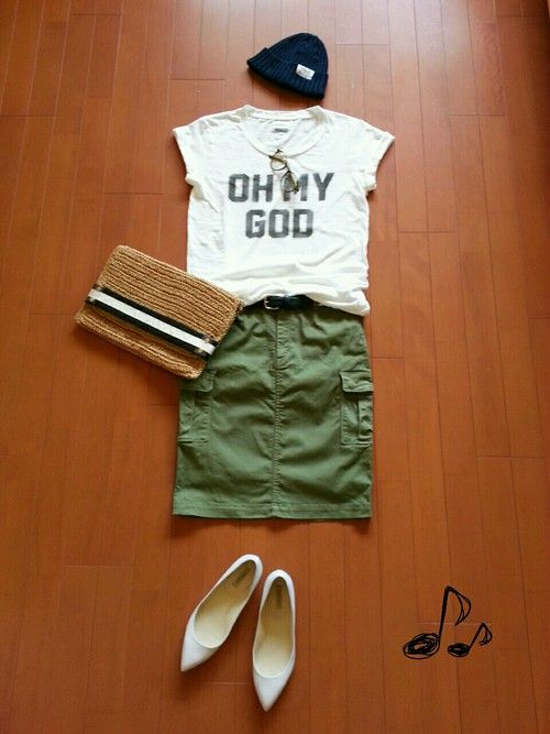 I love ❤️ this olive green cargo skirt! Wear with white graphic tee and chucks or leather sandals or wedges.
