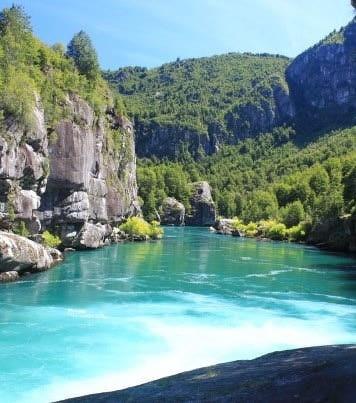 Los mejores lagos y ríos chilenos para practicar deportes acuáticos.