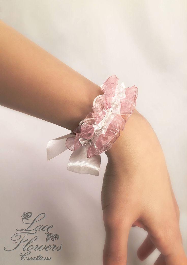 Bracciale damigella con cristalli e rouche di organza | regalo damigella | bridesmaid gift di LaceFlowersCreations su Etsy
