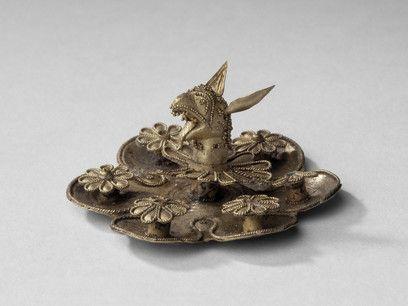 Applique de bijou – décor en filigrane et granulation, protomé de griffon et…