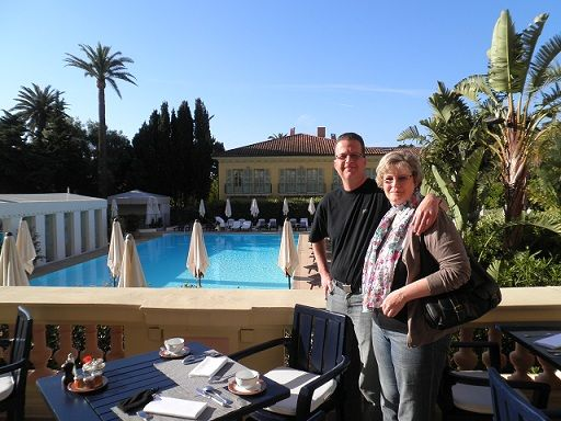 Nasz szczęśliwy zwycięzca konkursu Monako GP 2013 udał się do Monako, aby na żywo oglądać jedno z największych sportowych wydarzeń – Grand Prix Formuły 1. Nasz zwycięzca, Armin K. podzielił się także zdjęciami z wycieczki. Oto Armin K. wraz z żoną w 5-gwiazdkowym hotelu Royal Riviera, w którym spędzili 4 noce.