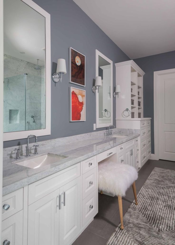 Storage problems, gone. An acre of drawers, shelves and cabinets in this master bathroom keep everything (and then some!) tidily tucked away.