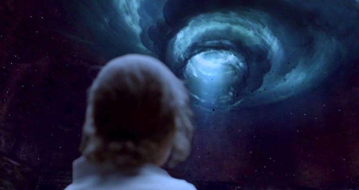 Есть сокрытый Бог, обитающий в спиральных башнях тайной крепости — с незапамятных времен он наблюдает за нашим развитием и руководит им. Невидимый, но очень близкий, он ожидает времени скорого возвращения в том, что называют «будущим». И это время близко — мы уже слышали отдаленные раскаты грома, возвещающие приход урагана.  Стефан Флауерс - Голубая руна http://nordlux-digi.org/shop/product/63.html