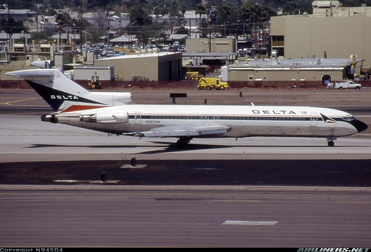 Boeing 727-247/Adv, Delta Air Lines, N2829W, cn 21481/1338, first flight 20.4.1978 (Western Airlines), Delta delivered 13.4.1987. Foto: Phoenix, United States, 13.4.1998.