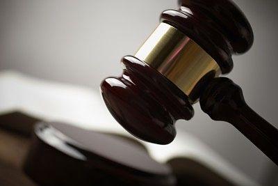 Auch ausländische Verträge zählen beim Kündigungsschutz und Stromklau ist ein Kündigungsgrund. Diese und andere wichtige Urteile aus dem Arbeitsrecht...